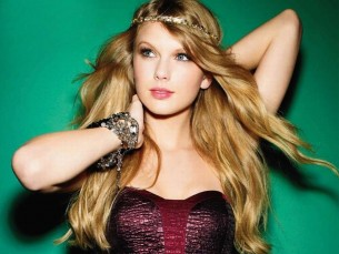 "WATCH: Taylor Swift & Ellie Goulding Duet on ""Burn"""