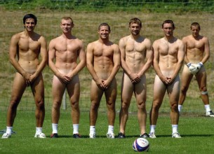 MUST WATCH: Netherland football teams goes BARE!